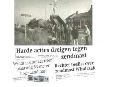 In 2002 is als pilot voor een nieuw communicatiesysteem voor de hulpdiensten een 53 meter hoge mast in de buurtschap Windraak geplaatst. De inwoners waren daar niet blij mee... (© Averst69 op slideshare.net)