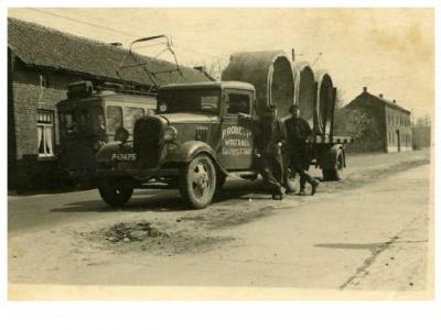 En begin 20e eeuw werd, getuige het logo op deze vrachtwagen, de plaatsnaam (ook) als Wintraek gespeld... (© Averst69 op slideshare.net)
