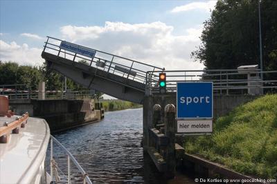 Deze buurtschap is kandidaat voor het spelletje 'Wie van de Drie?': wil de enige echte spelling van deze buurtschap nu opstaan? De brug heet Winschoterhoogebrug, op de plaatsnaamborden staat Winschoter Hoogebrug en de straat heet Winschoter Hogebrug...