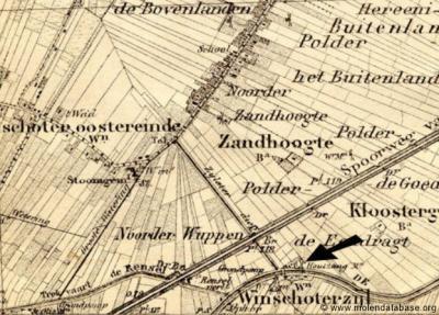 Kaart uit ca. 1900 waarop de rond 1914 afgebroken houtzaagmolen van Winschoterzijl (in het Beertase deel) staat aangegeven (zie de pijl).