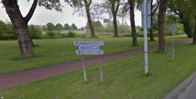 In Winschoten staat wel keurig een richtingbordje dat vertelt welke kant je op moet naar buurtschap Winschoterzijl, maar ter plekke staan geen plaatsnaambordjes om aan te geven dat en wanneer je er bent aangekomen. Da's dan weer een beetje jammer...