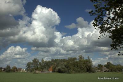 Winsum in de wolken