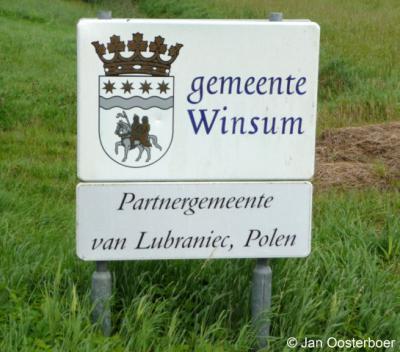 Prachtige borden toch? Hint: we hopen dat deze als cultuurhistorisch element blijven staan nadat de gemeente Winsum in 2019 is opgegaan in de gemeente Het Hogeland...