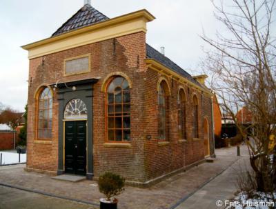 Winsum GR, het N.A. de Vriesgebouw, de voormalige synagoge van Winsum, voorgevel.