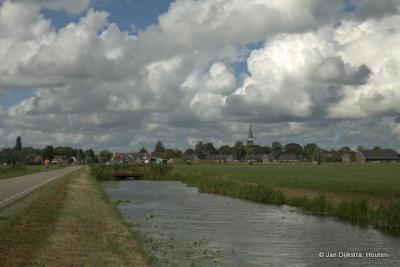 Op weg naar Tjaard kijken we nog even om naar Wirdum