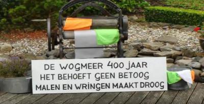 In 2012 hebben de inwoners van buurtschap Wogmeer het 400-jarig bestaan van hun Wogmeerpolder gevierd, o.a. met een feestweekend in september met optocht en feestelijk en creatief versierde tuinen, met thema 400 jaar Wogmeer. Dit is er daar een van.