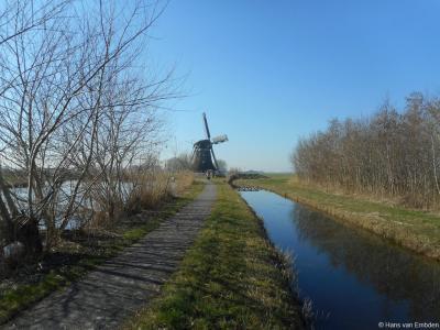 De Aylvapoldermolen staat ZW van Wommels, aan de Bolswardertrekvaart en aan de N359, en is alleen fietsend of wandelend via dit pad te bereiken. Bijzonder is dat deze molen pas in 2000 is geplaatst, op een bestaande onderbouw. Voorheen stond hij in Hallum