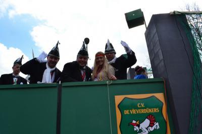 De buurtschap Worth-Rheden heeft een eigen carnavalsvereniging: CV De Vieverdükers. Op de foto de wagen van de vereniging tijdens de carnavalsoptocht van Rheden 2014.