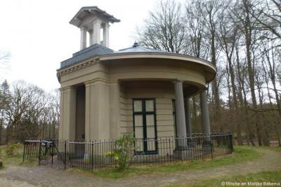 Woudenberg, de theekoepel Koepel van Stoop ligt middenin de Zeister Bossen en is vanaf de Zeisterweg goed te zien