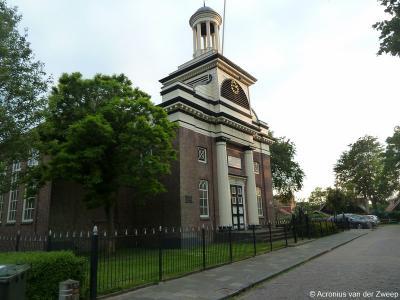 Een van de 'parels' van het dorp Woudsend is de Hervormde (PKN) kerk De Karmel. Deze kerk heeft nogal wat meegemaakt in de loop der jaren. Je vindt er in het hoofdstuk Bezienswaardigheden dan ook een uitvoerig verhaal over.