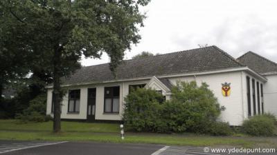 Het voormalige dorpshuis Yders Hoes uit 1912 is in 2015 verkocht en herbestemd tot woonhuis, vanwege het gereed komen van de nieuwe multifunctionele accommodatie (MFA) Yders Hoes in 2013, met basisschool, dorpshuis en sporthal.