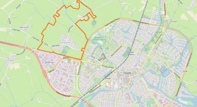 Door het voortdurend uitdijende Sneek is die stad bíjna aan het dorp Ysbrechtum vastgegroeid. Gelukkig blijven de 'groene buffers' tussen stad en dorp gehandhaafd en gaat bedrijventerrein Hemmen Noordwest niet door (waarvoor zie 'Recente ontwikkelingen').