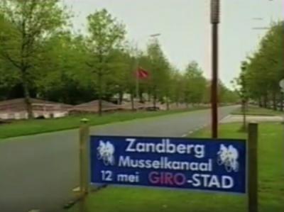 Het piepkleine dorp Zandberg is in 2001 even wereldnieuws, als bekend wordt dat hier op 12 mei 2002 de tussensprint wordt gehouden van de 1e etappe van de Giro d'Italia. Het dorp komt hier figuurlijk en letterlijk in een klap goed mee 'op de kaart'.