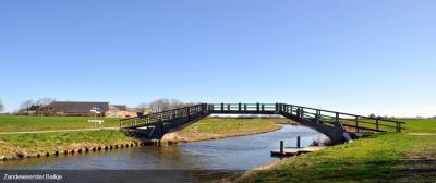 Ook een rijksmonument in Zandeweer is het Zandeweerster Balkje, in Groningen ook wel een 'hoogholtje' genoemd.