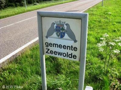 Handig dat niet alleen bij de dorpskom, maar ook aan de rand van de geméénte Zeewolde borden staan om je welkom te heten. Want de gemeente is vele malen groter dan alleen het dorp. Met 269 km2 behoort deze tot de grootste van Nederland qua oppervlak.