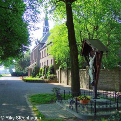 Zenderen, Carmelitessenklooster