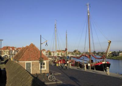 Zierikzee, de Nieuwe Haven in de avondzon (© Jan Dijkstra, Houten)