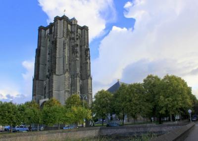 Een van de vele monumentale blikvangers in Zierikzee is de Dikke Toren (© Jan Dijkstra, Houten)
