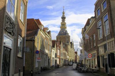 Zierikzee, Meelstraat met zicht op het Oude Stadhuis (© Jan Dijkstra, Houten)