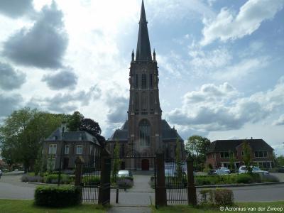 De huidige, neogotische Sint-Werenfriduskerk in Zieuwent dateert uit 1899 en is ontworpen door architect J.W. Boerbooms, een leerling van de bekende architect Pierre Cuypers. Het van binnen en van buiten imposante kerkgebouw wordt door architecten geroemd