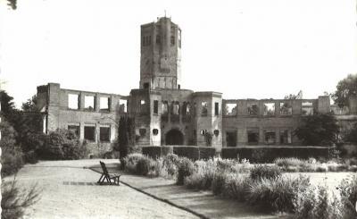 Hotel Zilven is in 1945 afgebrand en niet herbouwd. Deze ansichtkaart van de ruïne dateert uit de jaren zestig, maar ook vandaag de dag staat de ruïne er nog altijd. (collectie Hans van Embden)