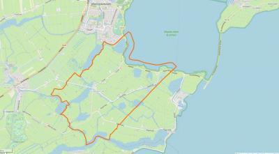 Het dorpsgebied van Zuiderwoude omvat een compact dorpslint met een groot - waterrijk en agrarisch - buitengebied. Het dorp grenst in het N aan Monnickendam en het Markermeer, in het W aan Broek in Waterland, in het Z aan Holysloot en in het O aan Uitdam.