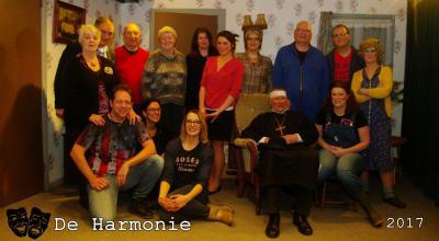 Genieten doen ze in Zuidwending ook van en met Toneelvereniging De Harmonie, hetzij als deelnemer, hetzij als toeschouwer. Jaarlijks spelen ze vijf keer een volle bak in het dorpshuis, dat voor die gelegenheid wordt getransformeerd tot Theater De Wending.