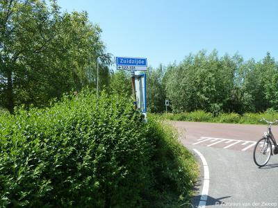 Zuidzijde is een buurtschap in de provincie Zuid-Holland, gemeente Bodegraven-Reeuwijk. T/m 2010 gemeente Bodegraven. De buurtschap heeft geen plaatsnaamborden, waardoor je slechts aan de gelijknamige straatnaambordjes kunt zien dat je er bent aangekomen.