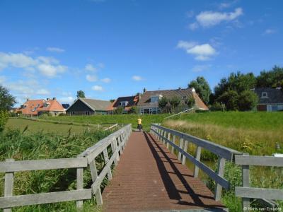 Vanaf de Oudebildtdijk kun je langs de Kouwe Faart naar buurtschap Zwarte Haan fietsen of wandelen. Over deze brug steek je dan de Nije Faart over en dan ben je er.