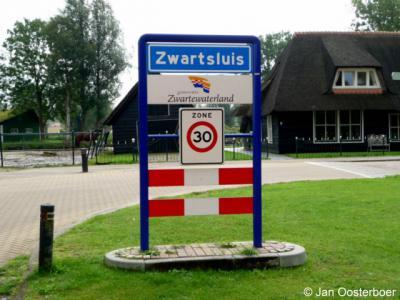 Zwartsluis is een dorp in de gemeente Zwartewaterland. Het was een zelfstandige gemeente t/m 2000.