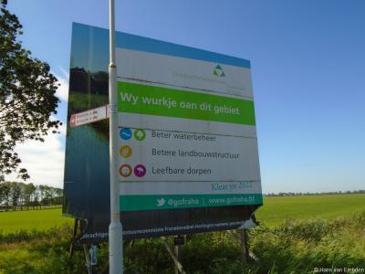 Ook in Zweins vindt kennelijk 'iets' plaats in het kader van de Gebiedsontwikkeling Franekeradeel - Harlingen, getuige deze foto uit augustus 2020. Wát daar gebeurt, kunnen wij op www.gofranekeradeelharlingen.frl helaas niet vinden.