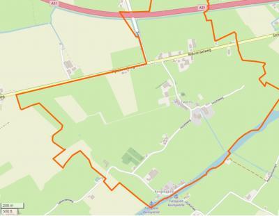 Het kleine dorp Zweins ligt W van Dronryp, tussen het Van Harinxmakanaal in het Z en de A31 in het N. Het omvat enkele handenvol huizen aan de Rijksstraatweg, enkele handenvol huizen rond de kerk, en enkele handenvol huizen in buurtschap Kingmatille.