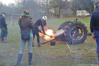 Een van de jaarlijkse tradities in Zwiggelte is het carbidschieten op oudjaarsdag