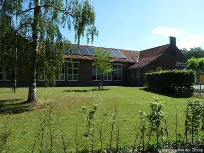 Kleine kern Zwolle in de gemeente Oost Gelre heeft gelukkig nog altijd een eigen basisschool: de St. Ludgerusschool. Het pand gaat met zijn tijd mee en is voorzien van zonnepanelen. Maar ook de school zelf gaat met zijn tijd mee. Zie het hoofdstuk Links.