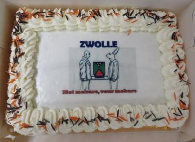 In buurtschap Zwolle bij Groenlo hanteren ze de slogan 'Met mekare, veur mekare', in dit geval vereeuwigd op een taart die aangesneden is t.g.v. de aftrap van de ontwikkeling van het nieuwe Dorpsplan 2020-2030 in oktober 2019.