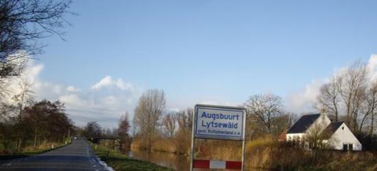 Over de naam van het dorp Augsbuurt heerst veel verwarring. Zie bij het hoofdstuk Naam.
