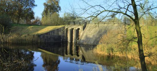 De inlaatsluis bij Fort Everdingen.