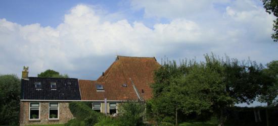 Boerderij op een huisterp bij Sibrandabuorren