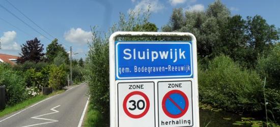 Sluipwijk is een dorp in de provincie Zuid-Holland, in de streek Groene Hart, gemeente Bodegraven-Reeuwijk. Het was een zelfstandige gemeente t/m 30-6-1870. Per 1-7-1870 over naar gemeente Reeuwijk, in 2011 over naar gemeente Bodegraven-Reeuwijk.