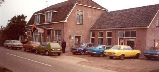 Bakker Halfweg te Voor-Beltrum, jaren zeventig, later Café Halfweg, tegenwoordig buurthuis van de buurtschap, waar het verenigingsleven onderdak vindt en waar vele evenementen zoals Carnaval en de jaarlijkse Kermis worden gehouden.