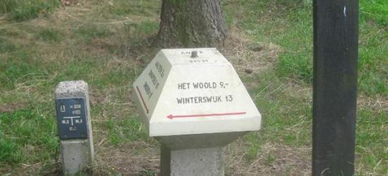 Op de ANWB-paddenstoelen staat de volksmondnaam Het Woold aangegeven (formeel is de naam zonder voorvoegsel)