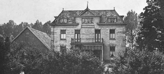 De indrukwekkende, kapitale 19e-eeuwse herenboerderij Groot Baerle in buurtschap Baal (Baalsestraat 5) is in najaar 1944 door de Duitsers verwoest. In 1948 is op deze locatie een imposante T-boerderij herbouwd, in de stijl van de Delftse School.