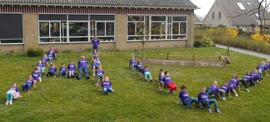 Ook aan de Harm Vonckschool in Berghuizen gaat de 'krimp' niet voorbij; in 1990 had deze nog ca. 50 leerlingen, in 2014 (foto) nog ca. 30, en per 1-8-2017 zouden ze onder de opheffingsnorm van 23 komen, daarom is de school per die datum gesloten.