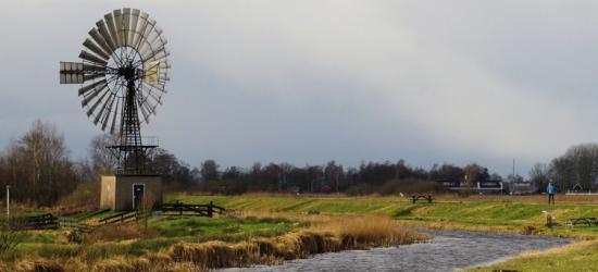 Windmotor De Veenhoop (merk Herkules, type Metallicus) in het gelijknamige dorp bemaalt de Groote Veenpolder (© https://afanja.com/)