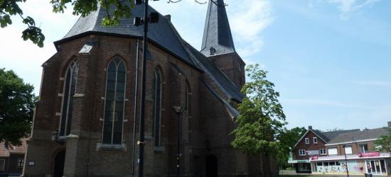 Dinxperlo, de rijksmonumentale (PKN) Dorpskerk (voorheen Sint Liboriuskerk) op de Markt