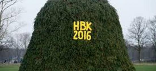 Holterbroek is een van de Holtense buurtschappen die jaarlijks zijn beste beentje voorzet om niet per se het grootste maar wel het mooiste Paasvuur oftewel Boake te bouwen. Ook in 2016 zijn ze daar weer goed in geslaagd! (© www.holterbrook.nl)