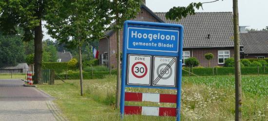 Hoogeloon is een dorp in de provincie Noord-Brabant, in de regio Zuidoost-Brabant, en daarbinnen in de streek Kempen, gemeente Bladel. T/m 1996 gemeente Hoogeloon, Hapert en Casteren.