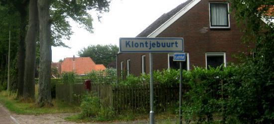 Buurtschap Klontjebuurt komt, voor zover ons bekend, nergens in atlassen of plaatsnamenlijsten voor en is dus kennelijk alleen lokaal bekend. In 2013 heeft de buurtschap plaatsnaamborden gekregen en is daarmee nu ook ter plekke herkenbaar. (© H.W. Fluks)