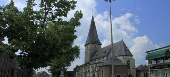 Noorbeek, St. Brigidakerk met mei-den