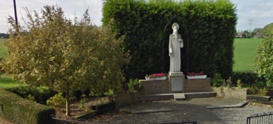 Buurtschap Oostbroek heeft één opvallend monument: het Heilig Hartbeeld op de kruising Hulserstraat/ Oostbroek/Andreas Sauerlaan (© Google)